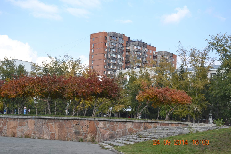 Стальной каркас многоэтажного жилого дома переменной этажности по ул. Октябрьской.