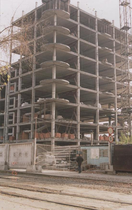 Каркас жилого многоэтажного дома по ул.Депутатской, в процессе возведения.