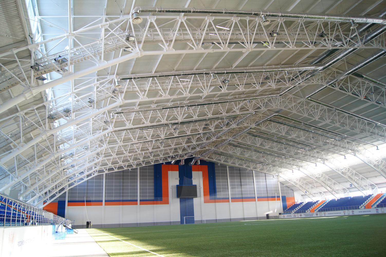 Футбольное поле крытого манежа «Заря»